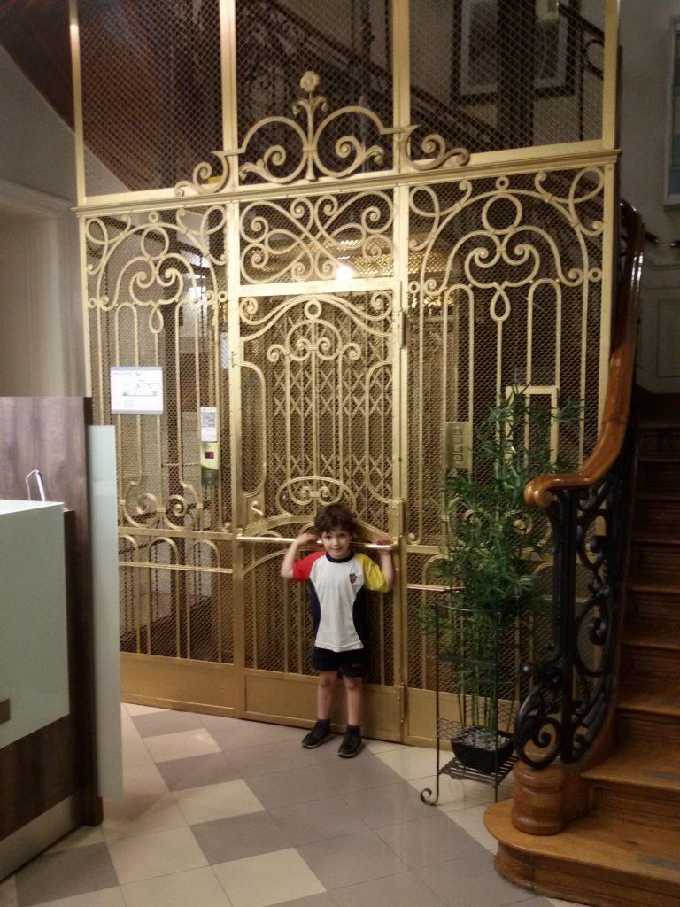 Marcos y el ascensor